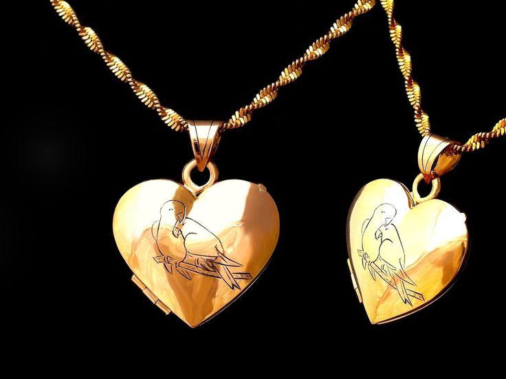 www.harmonia cl #Relicario ♥ #Oro solido #18k con #Loros enamorados grabado a mano 20X20 mm. #Locket #pendant #18k #gold #parrots #handmade