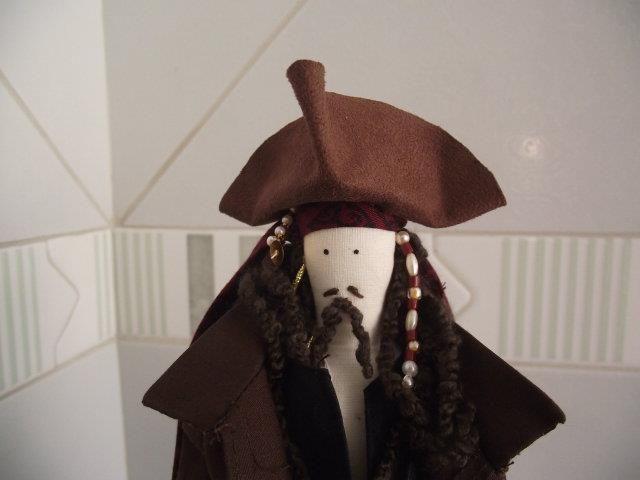 Oi meninas!   Hoje venho mostrar a vcs mais um personagem do Johnny Depp: quem não se lembra do Capitão Jack Sparrow, da saga Piratas do Car...