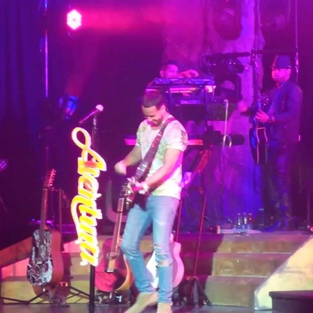 "Romeo Santos doing his thing at the Aventura Reunion concert. ""Yo Quisiera Amarla"""