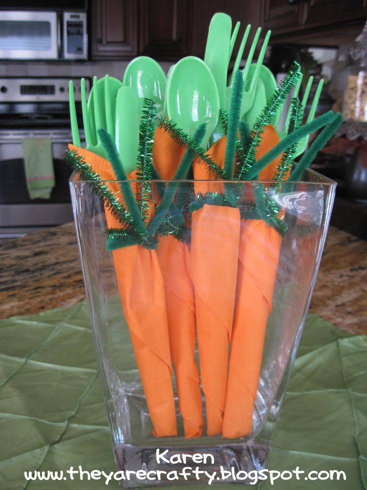 Carrot Napkins are perfect for your friends and family at Easter. Set them up at the beginning of a buffet for a simple and cute usable decoration! #ThinkFISHER #Easter