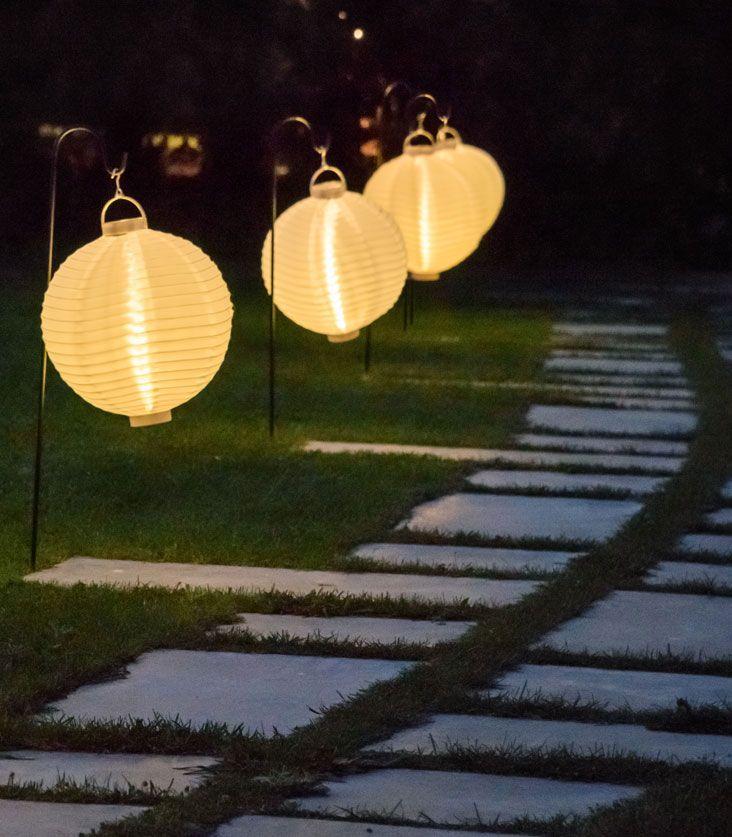 Lanterne cinesi in tessuto decorano i tuoi vialetti in occasione di feste in giardino...per un party originale e giocoso