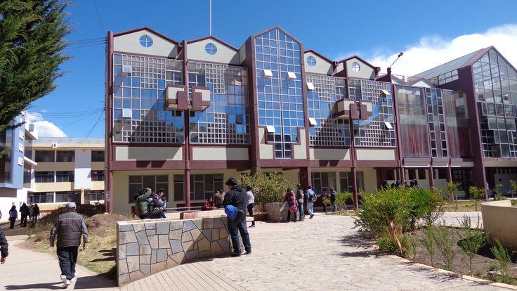 Escuela Profesional de Odontología de la Universidad Nacional del Altiplano.  Foto: Abril 2014.