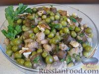Фото к рецепту: Теплый фасолевый салат с грибами и орехами