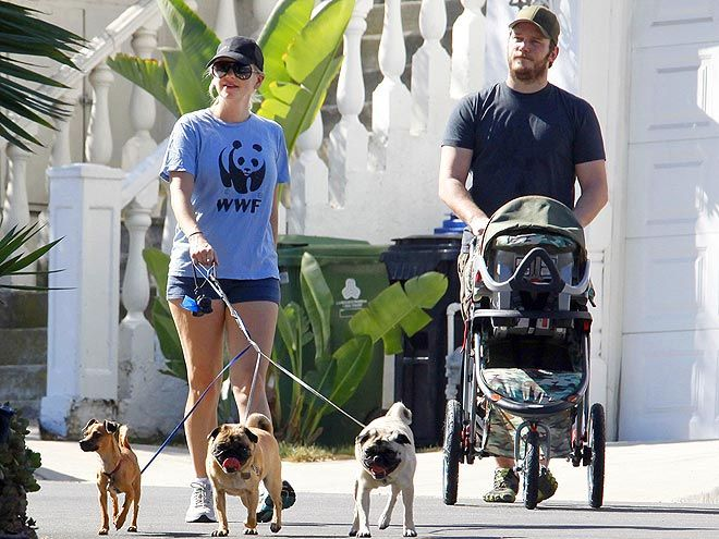 Photo of Anna Faris & her Dog