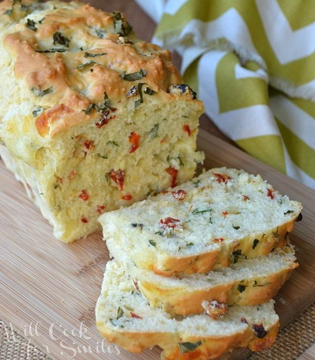Savory Caprese Bread | 16 Homemade Bread Recipes That Are Absolutely Savory by Homemade Recipes at http://homemaderecipes.com/course/pastas-bread/16-homemade-bread-recipes/