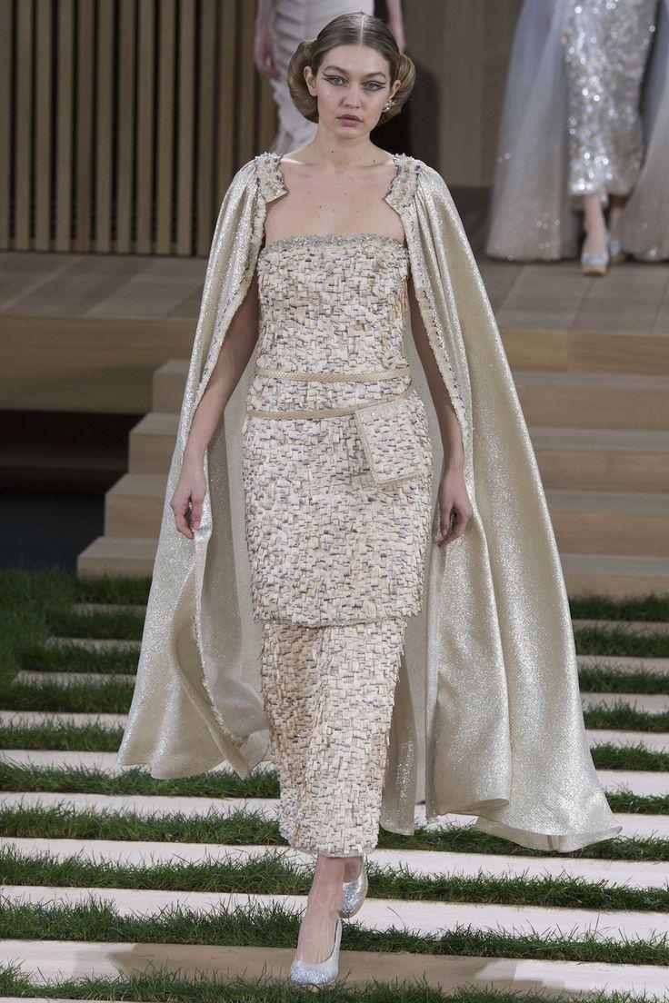 Blaadje voor blaadje: de making-of video van Chanels couture collectie - Vogue Nederland