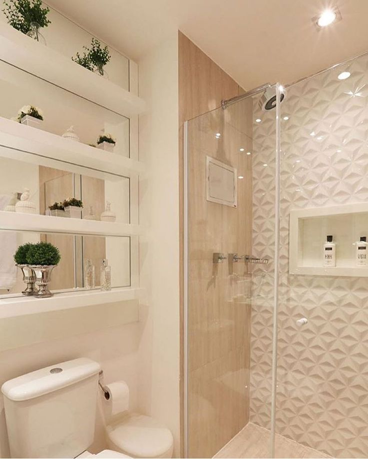 Give your white bathroom a few botanical touches by displaying a selection of plants in a decorative way.