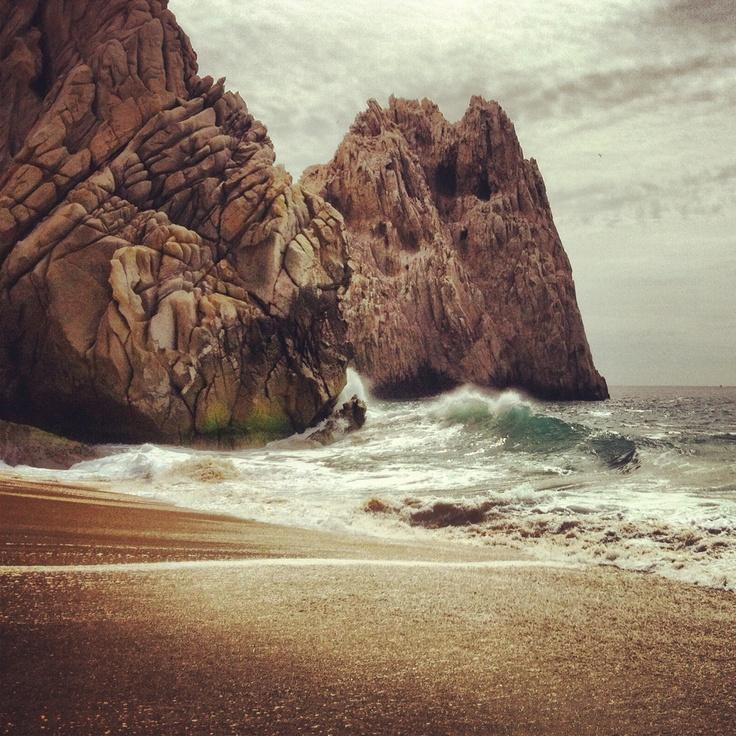 El oceano pacifico no es pacifico- cabo san lucas by @Pi Escobar