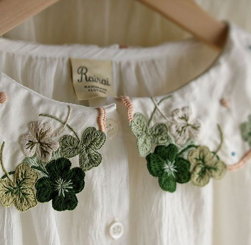 Stitch embroidery detail / Collar with clover / Green white leaves pattern