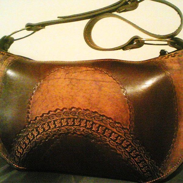 """Авторская женская сумка """"Ладья"""" из натуральной кожи. Ручная работа, с ремешком через плечо, чеканка по коже."""