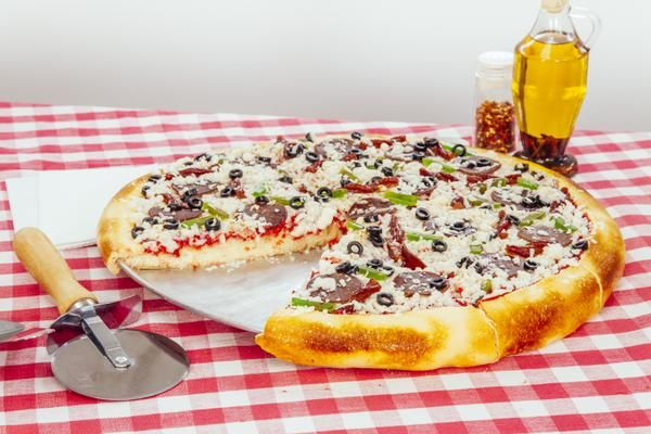 Step-by-Step Instructions Showing How to Make a Cake That Looks Just Like a Pepperoni Pizza