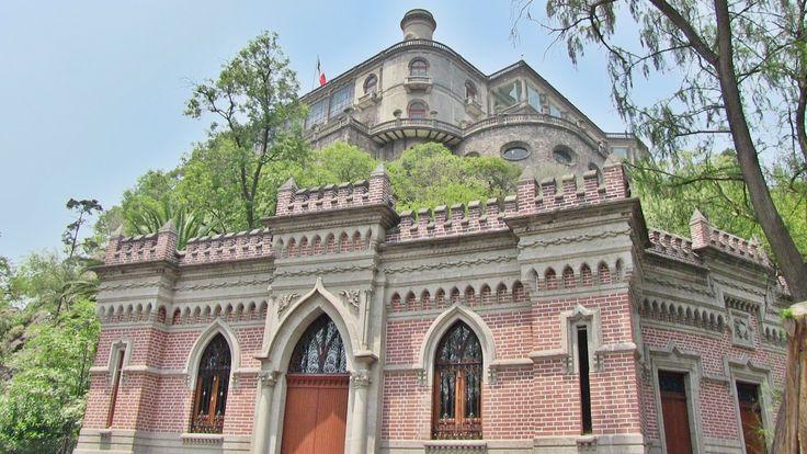 El de abajo antes era la casa de los espejos; arriba, el Castillo de Chapultepec...