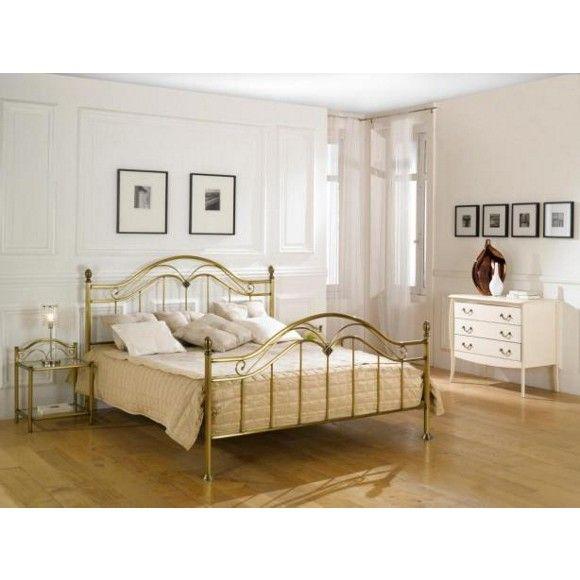 """Machen Sie das Bett """"Monte Carlo"""" zum Herzstück Ihrer neuen Schlafzimmereinrichtung! Dabei sind Kopf- und Fußteil aus Messing das Highlight des chicen Metallrahmens. Das geschwungene Design sorgt für einen verspielten Vintage-Look, der dem Schlafzimmer eine romantische Note verleiht. Entscheiden Sie sich für ein Bett, das Ihrem ausgefallenen Stil entspricht!"""
