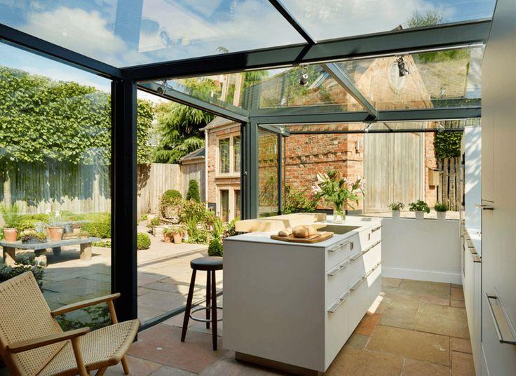 Englisches Landhaus aus dem 18. Jahrhundert, renoviert mit einer atemberaubenden, glasumschlossenen Küchenerweiterung