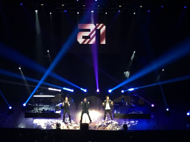 (7) #a1backinphl hashtag on Twitter