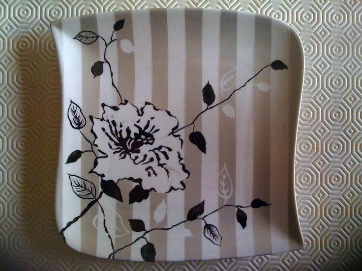 Image - assiette rose noire avec bandes gris métallique - L'art de la peinture sur Porcelaine - Skyrock.com