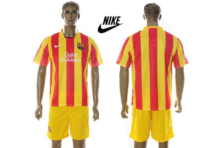 barcelona características 2013-14 equipación: Nike diseñado para el FC Barcelona camiseta 2013-14 de primera, de gran tradición y enfoque de diseño moderno esta casa de los clubes de fama mundial se combinan para crear una única temporada 2013-14 camiseta de fútbol estilo.