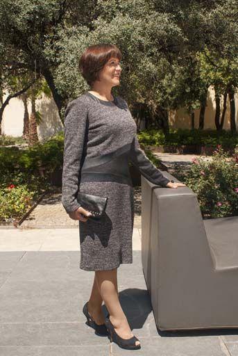 VESTIDO GRIS VIGORÉ Vestido de manga larga, gris vigoré y negro. Un look para ocasiones informales, que rebosa tanta elegancia que puedes vestir con él en un acontecimiento o cena especial. Composición: 90%poliéster, 10%viscosa