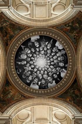 Ill. Vue de la bâche recouvrant la coupole du Panthéon avec l'œuvre de JR, 2014 (©Didier Plowy).