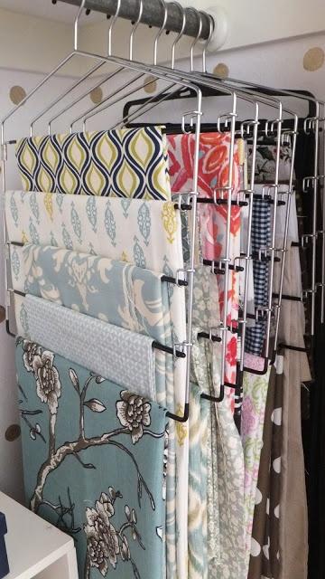 Cintres à pantalons pour ranger des tissus. Vertical pant hangers for fabric storage. Genius!