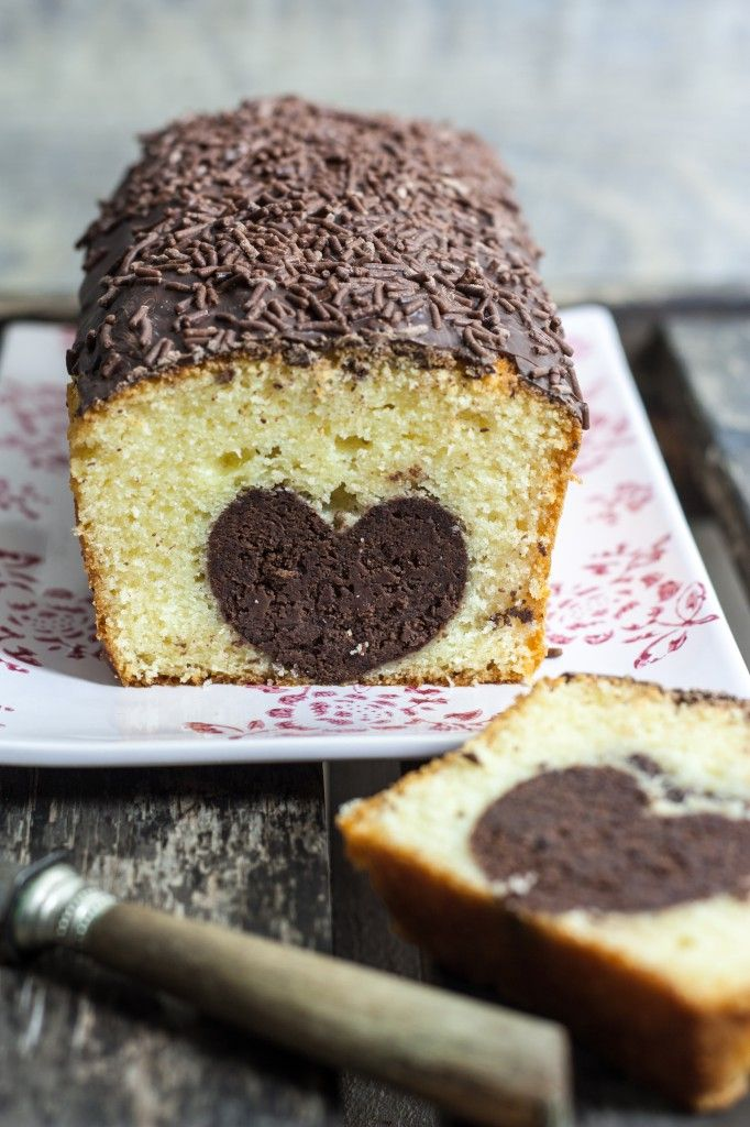 Cake au coeur caché - Recipe in French - The Heart bit uses red beans <-- ooh, really? Okay, now I'm interested!