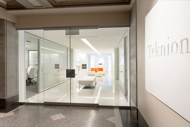 Designed with clean lines and refined details, Optos projects an elegant storefront application.