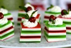 A Gelatina Colorida de Natal é uma sobremesa econômica, saborosa e que vai deixar a sua mesa de Natal muito mais colorida e especial. Faça e encante os seu