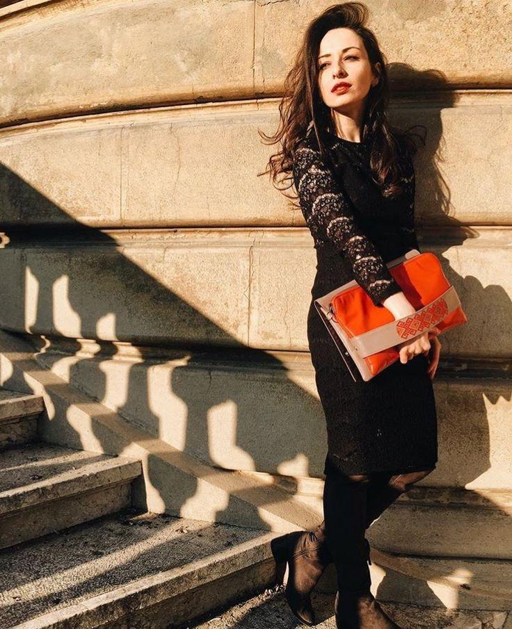 The #joyofewearingiutta on a winter afternoon. #leatherbags #iutta #birdinspace