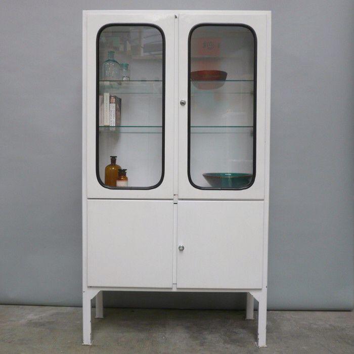 Afbeelding van http://cdn1.welke.nl/photo/scale-700xauto-wit/Vintage-apothekerskast-in-goede-staat-De-kast-komt-uit-Hongarije.1439455221-van-theodoor.jpeg.