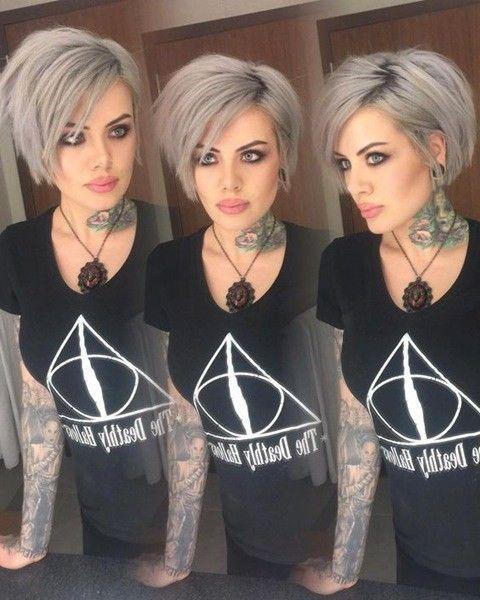 Graue Haare oder pixie cut? Warum nicht beides! In diesem Beitrag finden Sie die besten Bilder von 10+ Pixie Frisuren für Graue Haare, die Sie deffinitely Lieben! Haar-trends kommen und gehen, Sie sollten sich bewusst sein, welche Frisur oder Haar Farbe ist in Mode-wenn Sie möchten, um sich stilvoll zu stylen. Es gibt viele verschiedene …