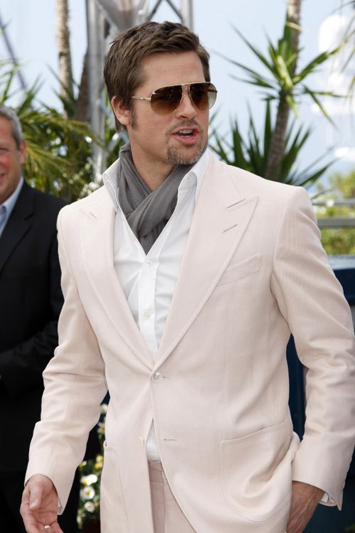 I think this looks cool with a scarf instead of a tie, but I'm not sure it would go over in the States. I don't usually like aviators either, but they look good with the combo.