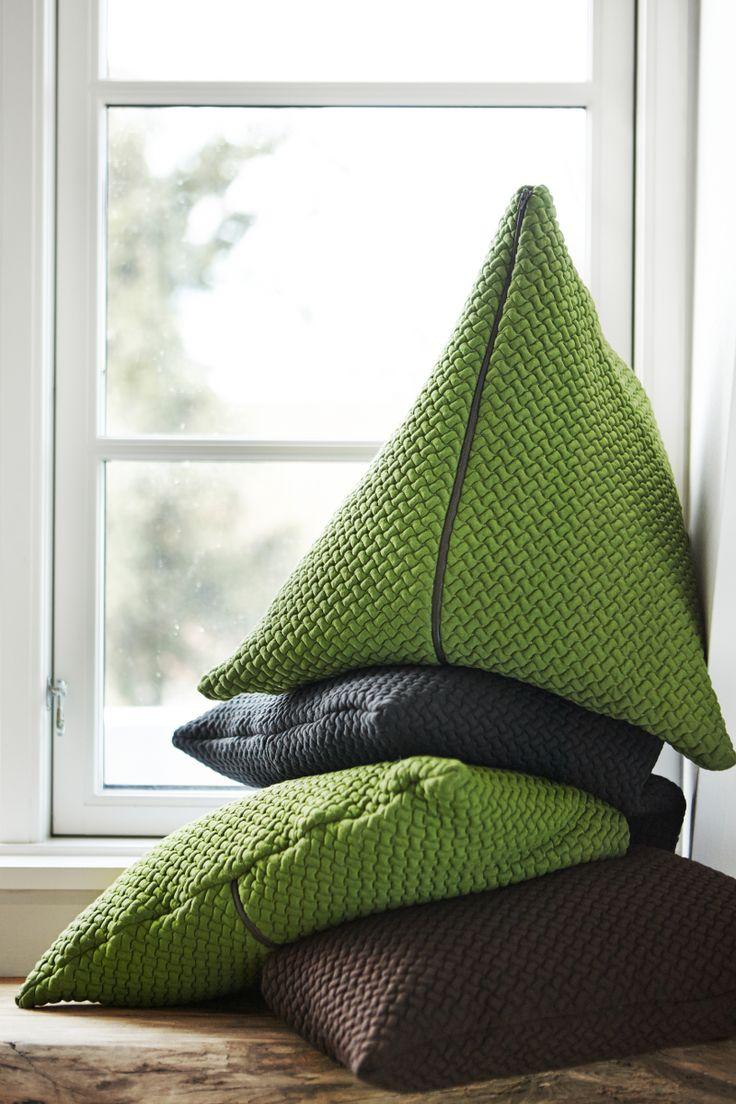 BARK cushion LARGE by Yndlingsting.