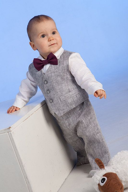 Baby boy natural linen suit includes SET of 4 : - Vest - Pants - Shirt - Bow tie Vest is fully lined with cotton fabric. Pants comes in elastic waist adjustable with buttons. Bow tie is pre-tied with an adjustable Velcro closure on the back. There is available short or long sleeve shirt, if not specified there will be made long sleeve shirt as seen in the photo. You can order the appropriate size for your baby. There is possible to order another color for bow tie, please see the last image…
