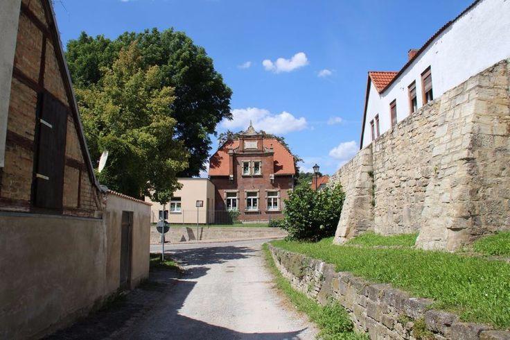 In der #Altstadt von Freyburg (an der #Unstrut). An der mittelalterlichen #Stadtmauer die erstaunlich gut erhalten ist. #diewocheaufinstagram #momentaufnahme #betriebsausflug