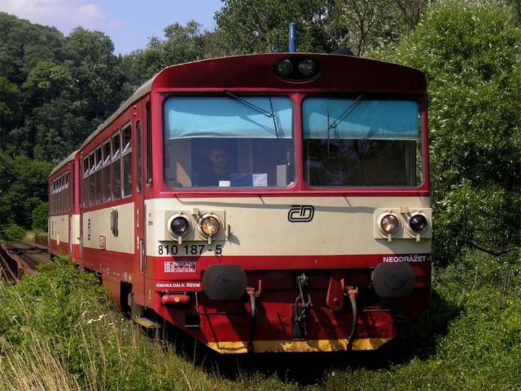 ČD motorový vůz 810.
