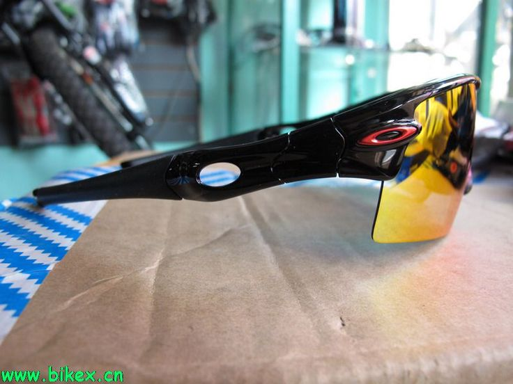 Do you like? Maybe you need to buy a Oakley #sunglasses at http://cut.cc/JKptJ only 15$, up to 80% off.