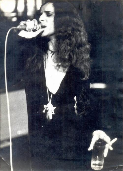"""Maria Bethânia no palco, em 1977, no show mítico e místico """"Rosa dos Ventos""""…"""