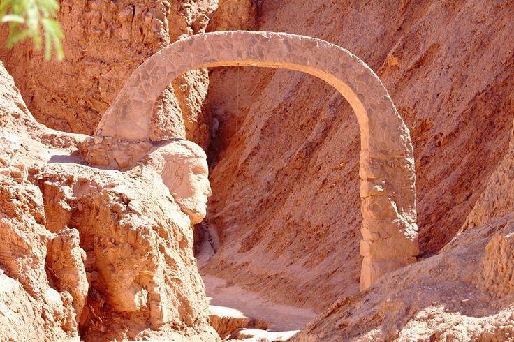Pukará de Quitor , a 3 Kms. de San Pedro de Atacama. Declarado Monumento Nacional en 1982. Su construcción preincaica data del siglo XII.  ( Fotografía de Inés M. Olivares )