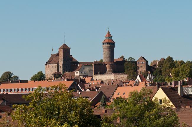 Nürnberg, Münih'ten sonra Bavyera eyaletinin en büyük ikinci kenti olarak Almanya'nın en önemli şehirleri arasında yer almaktadır. Ülkenin Orta ve Doğu Avrupa pazarına açılan şehridir. #Maximiles #Avrupa #European #travel #traveling #gezi #vacation #visiting #gezirehberi #tourism #tourist #turizm #turizmyerleri #historic #history #historical #tarih #tarihi #culture #kültür #farklıkültürler #şehirrehberi