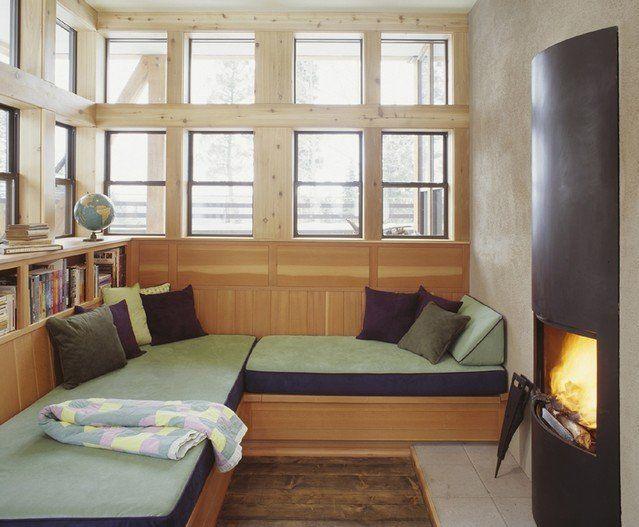 wood-flooring-decorative-pillows-modern-fireplace-corner-windows-bookshelves-fireplace-surround.jpg (639×527)
