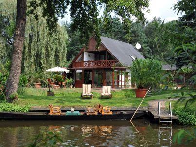 Ferienhaus am Wasser im Spreewaldkurort Burg. Mit Wintergarten.