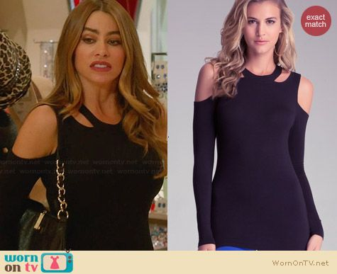 Gloria's black cutout top on Modern Family.  Outfit Details: http://wornontv.net/29576/ #ModernFamily