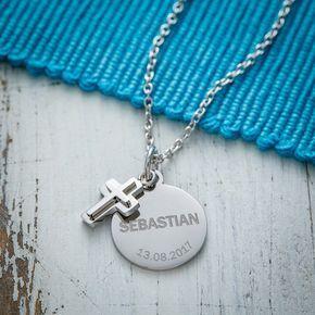 Unsere Halskette mit Gravur und Kreuz-Anhänger. Ein tolles Geschenk für Ihn, Sie oder auch zur Konfirmation oder Kommunion. Jetzt selbst gestalten! #Kette #Namenskette #Gravur #Kreuz #Konfirmation #Kommunion