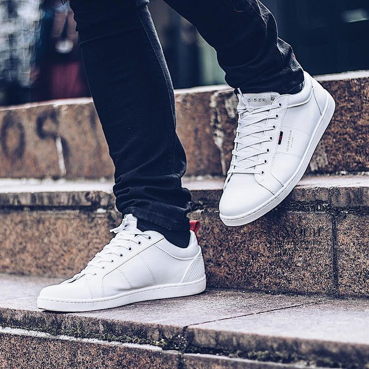 White Low Top Trainer Sleek and simple, KG Kurt Geiger introduces the Earl sneaker. In versatile white trimmed with subtle contrast-coloured tabs, this lace-up trainer oozes sporty appeal. With a low sole and round toe, metal branding adds a luxe element.  Photo by Philipp Laicher 📍Hamburg (@philipplaicher)