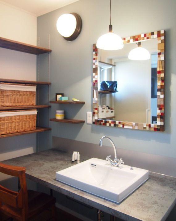 . 落ち着いた空間に鮮やかなモザイクタイルをアクセントにしました . 洗面台の天板はブリキ製です .  築80年の素材を活かした店舗併用住宅 #レボンハウス@rebornhouse .  オシャレなタイルを新春セール中 セール会場には @tilelife.co.jp のURLをクリックしてご来場ください 売り切れ御免の限定セールです  . . #洗面室 #washroom #シンプルテイスト #タイルライフ #tilelife  #家づくり #マイホーム #マイホーム計画 #マイホーム計画中 #住宅設計 #住宅デザイン #住宅建築 #住まい #住まいづくり #建築家 #工務店 #戸建 #一戸建て #新築 #リノベーション #マンションリノベ #リフォーム #タイル #モザイクタイル #ハウスノート #housenote