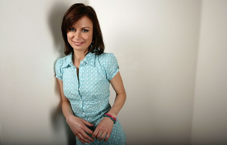 Mary Lynn Rajskub is kind of how I picture Deborah Reed to look.