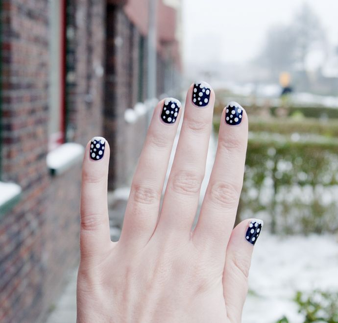 easy winter nailart snowflakes