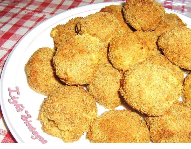 Συνταγή για πατατοκροκέτες χωρίς τηγάνισμα!    ΥΛΙΚΑ  (6 άτομα)  4 πατάτες βρασμένες και λιωμένες σε πουρέ.  2 ασπράδια αυγού, 1 για πλάσιμ...