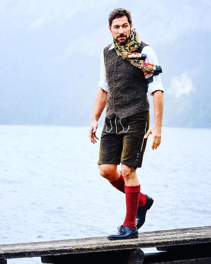 Hart am Wind .Gilet aus patiniertem Hanf und Lederhose aus sämisch gegerbtem Leder vom Rothirsch ☉❤.  #goessl muenchen #GÖSSL #tracht #gwand #heimat #salzburg #austria #liebe #lederhosen #love #hanf #leder