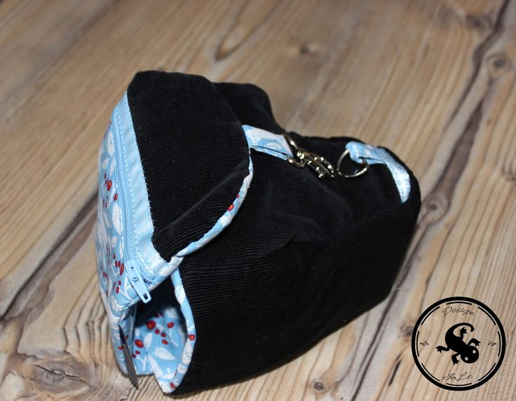 Kameratasche aus alter Hose / Camera bag made from old pair of trousers / Upcycling